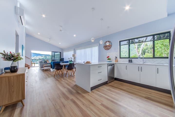 Hillside Haven - Airlie Beach