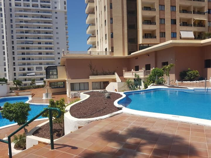 Apartment with balcony and pools in Playa Paraiso