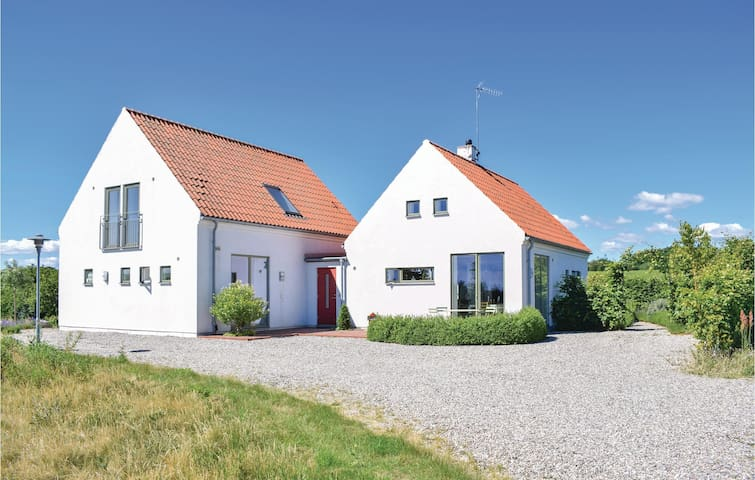 Holiday cottage with 5 bedrooms on 143m² in Vitaby