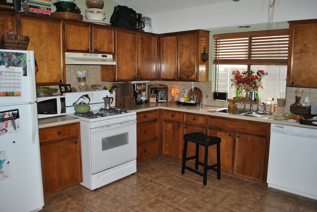 Full updated kitchen, make yourself at home