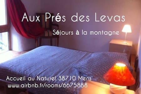 Aux Prés des Levas, Bio-Eco-Logis dans les Alpes - Mens - Earth House