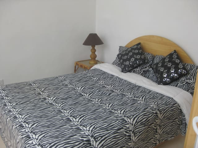 Nice small bedroom with double bed - Valletta - Rumah