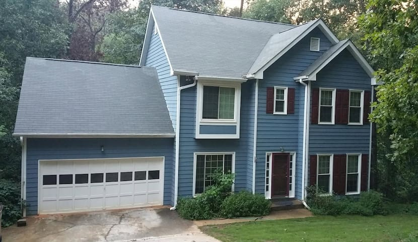 4BR Luxurious Hideaway next to Lake Lanier