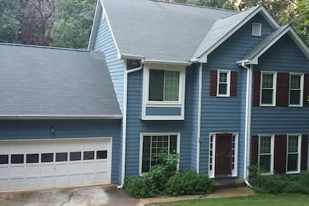 4BR Luxurious Hideaway next to Lake Lanier - Cumming - House