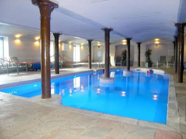 Double room with pool, spa & gym - Glasgow - Apartament