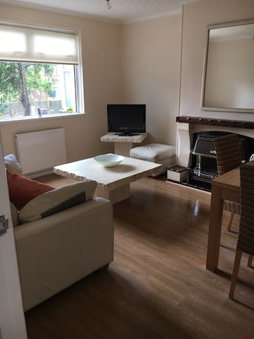 Lovely double room minutes from J37 & J38 M4