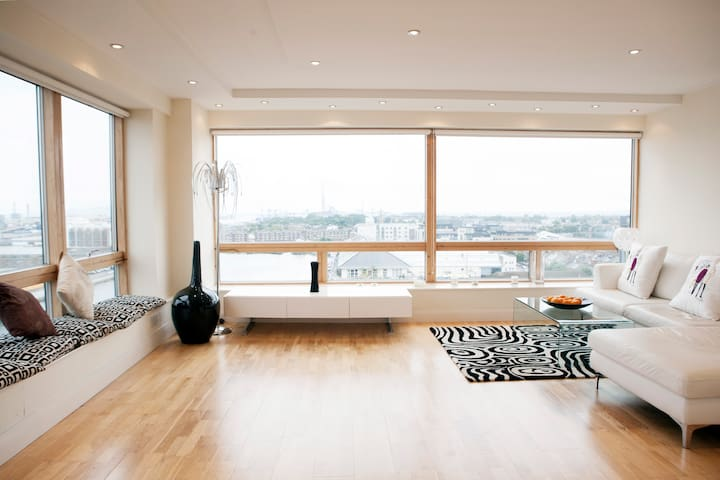 Comfortable Penthouse - Great View - Ringsend - Departamento
