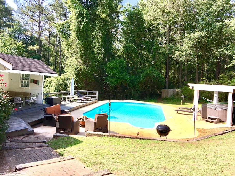 Pool ONLY OPEN May-Sep, HotTub open ALL YEAR (no floaties or charcoal grill)