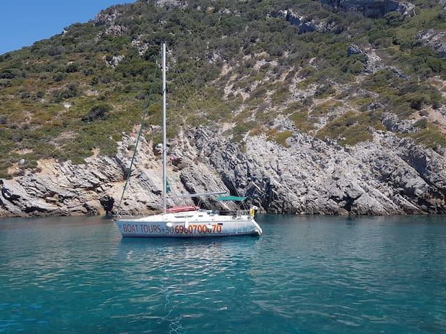 Halkidiki sailing holiday! Sail daily to a beach!