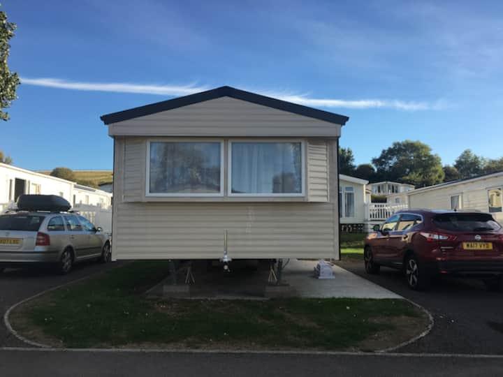 Static Caravan, 3 Bedroom Sleeps 6 on Dorset Coast