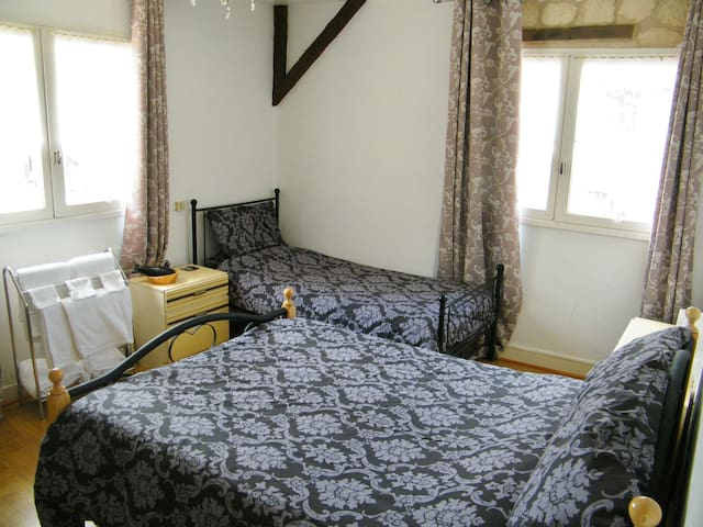 Bordeaux Chambre au Campagnard - Rochechouart - Bed & Breakfast