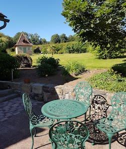 Agréable maison au calme avec terrasse et jardin