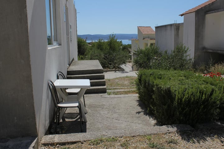 Studio flat with terrace Baška Voda, Makarska (AS-6762-a)