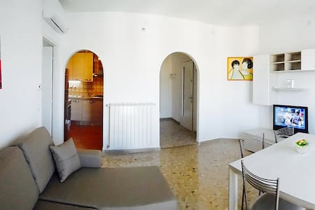 Sunny apartment 50 mt from the beach (gas heating)
