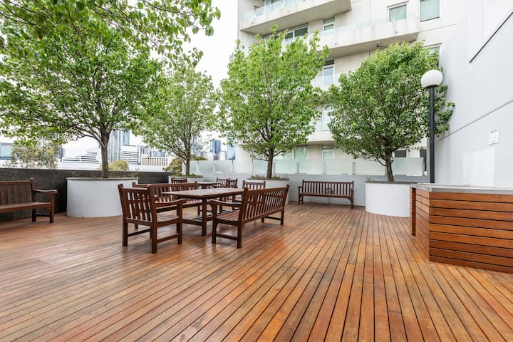 ⭐of Southbank⭐HUGE private terrace⭐Parking⭐Pool