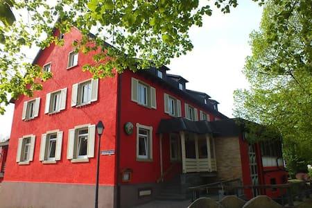 Privat - Doppelzimmer m.Dusche + WC - Haslach im Kinzigtal - Дом