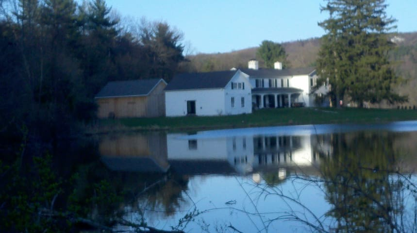 Decker Pond main house - Newfield - Hus