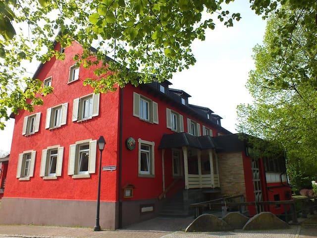 Privat Einzelzimmer m.Dusche + WC - Haslach im Kinzigtal - Rumah