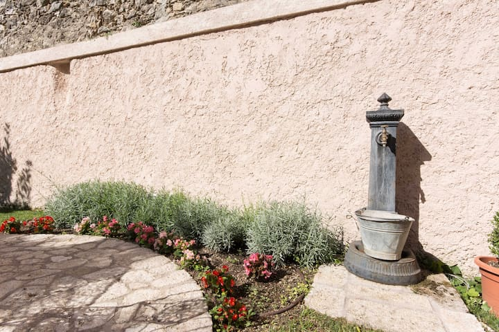 la fontanella nel giardino