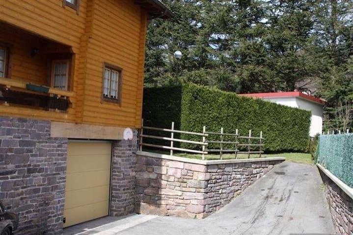 Casa de madera con jardín - Leitza