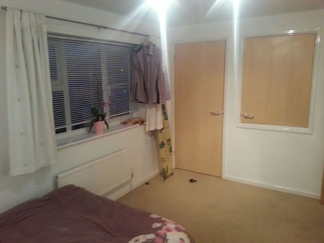 Nice sized bedroom in Sawston - Sawston - Casa