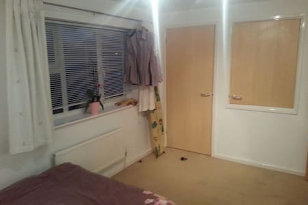 Nice sized bedroom in Sawston - Hus