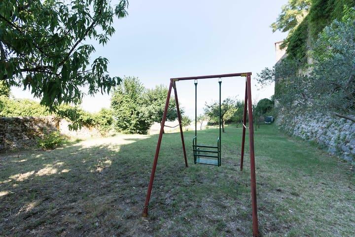 altalena nel secondo grande giardino