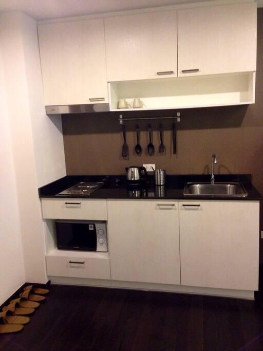 Уютная, оборудованная всем необходимым кухня!