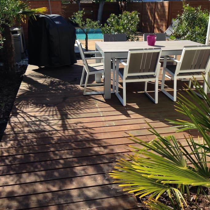 Grande terrasse bois avec Barbecue gaz