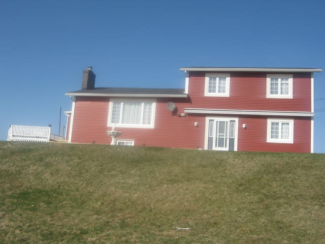 Large Home on Atlantic Ocean - Pouch Cove - Huis
