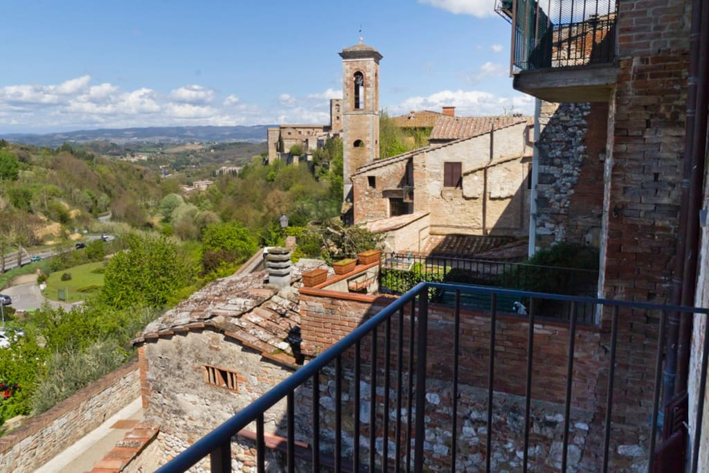 how to get to volterra from florence