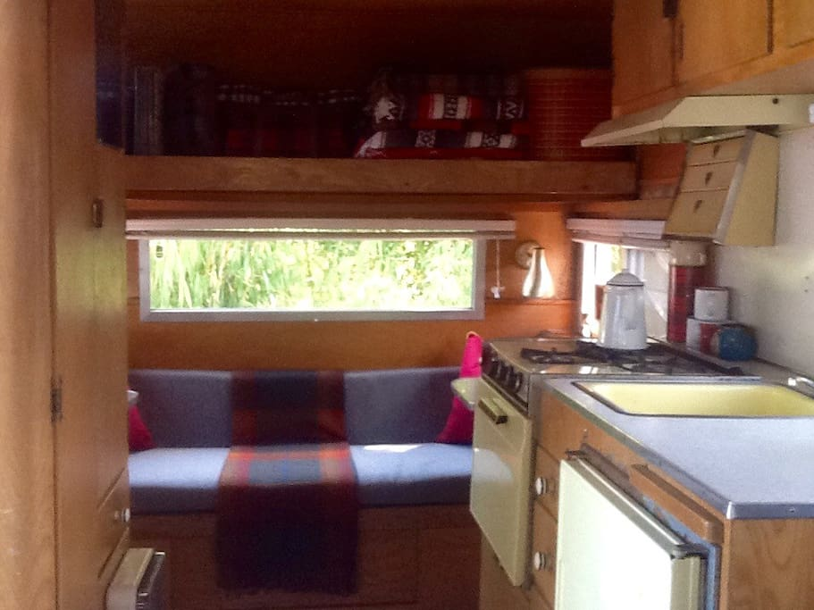 Gas stove, fully stocked kitchen, sink with running water, ice box.