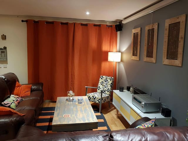 Charming 2bed apartment 10min from city-centre