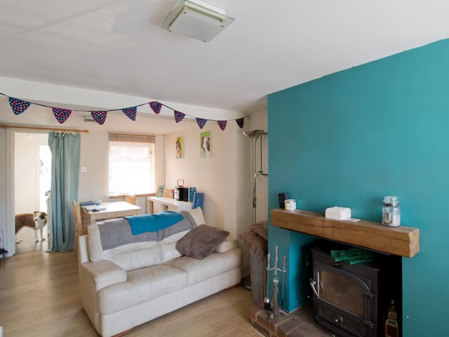 Cosy Double Room in Welcoming Home - Aston Clinton - Talo