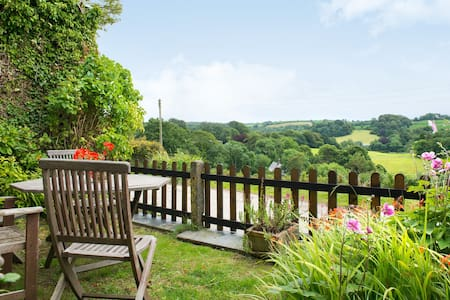 Tregarland Farm, Bed and Breakfast - Morval