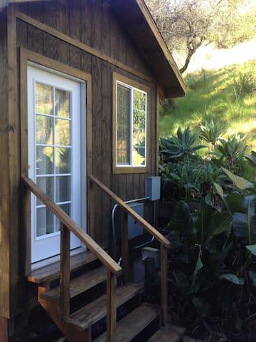 MALIBU GUEST HOUSE near Ocean - GORGEOUS