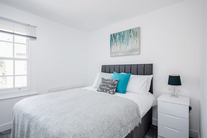 Elthorne Luxury Apartments - Uxbridge - Apartment 3 First Floor