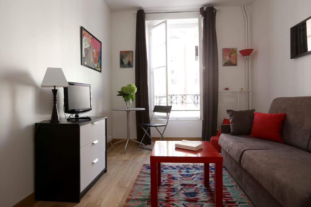 large windows and nice decoration for this lovely studio