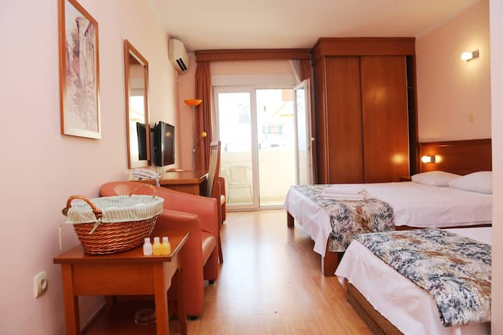 Budva Hotel Mena - Great Location in Center Budva