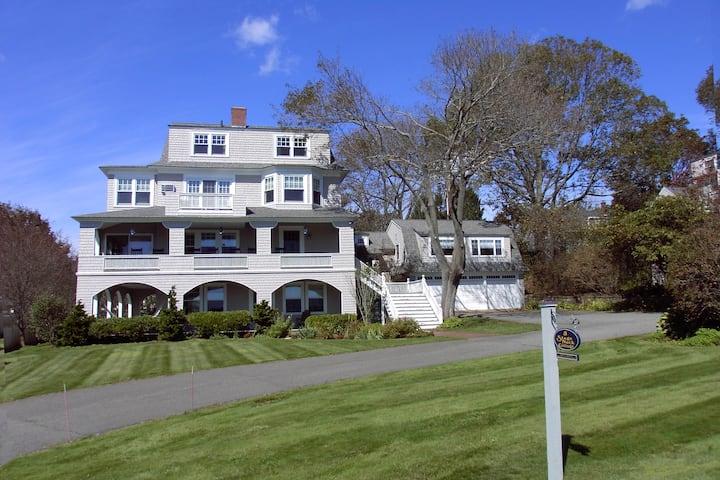 Grand Maine Seaside Cottage