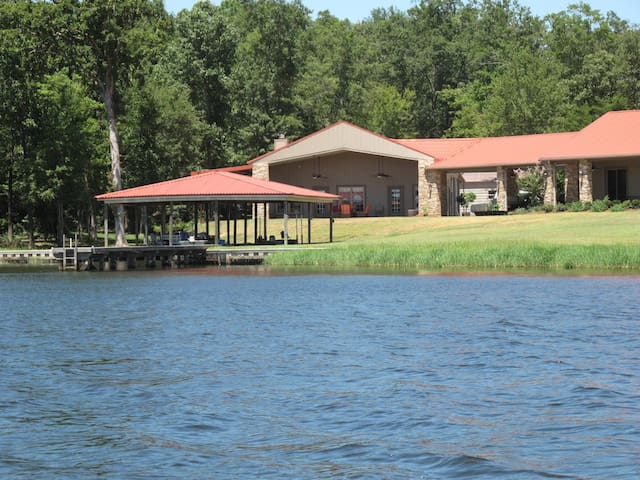 Relaxing Lake Front at Caney Lake