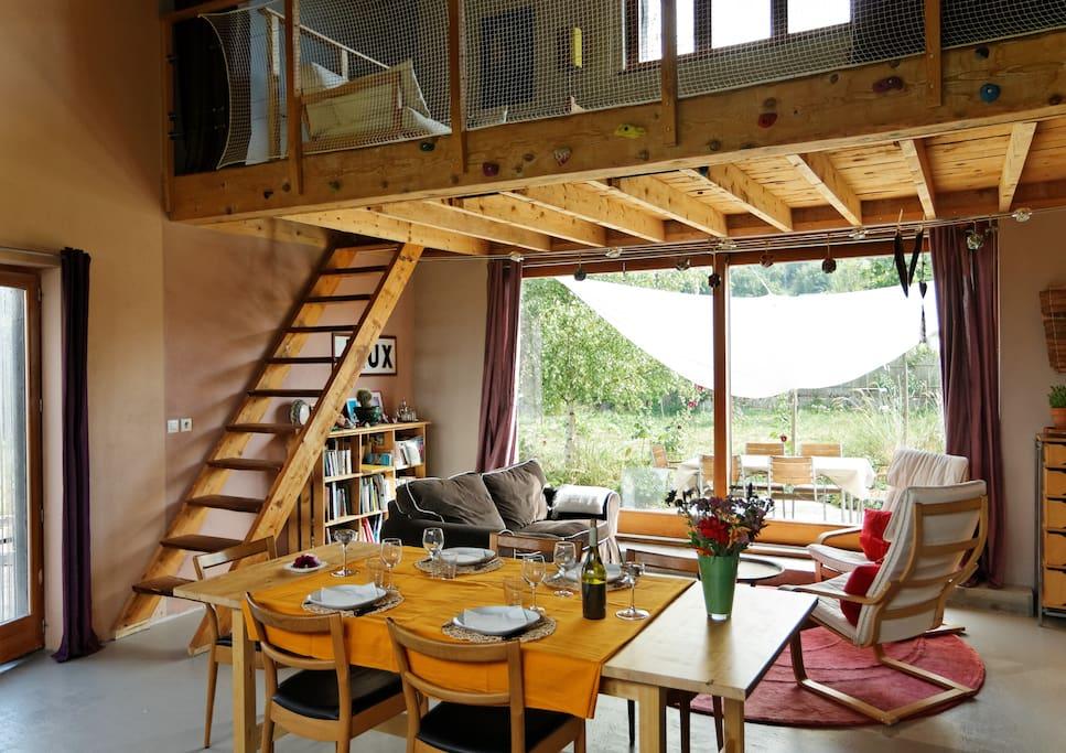 la vue sur une des terrasses et la mezzanine