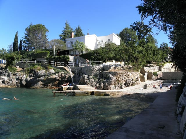 Villa uz more s bazenom - Vantačići - Casa