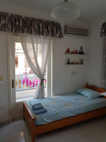 Room No.3 - available when >4 lodgers.  Access to rear balcony (street and mountain view)