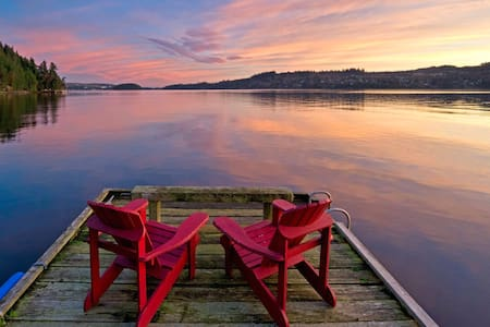 oceanside hot tub + sunsets = bliss - Sechelt - Huoneisto