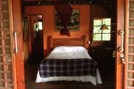 Upstairs ocean-view room in a beautiful 2-story house surrounded by trees in charming a Punta Uva, Limón. Just steps from 2 beaches, with snorkeling, surfing, horseback riding, kayaking, hiking, massage, yoga, fishing and more at your fingertips