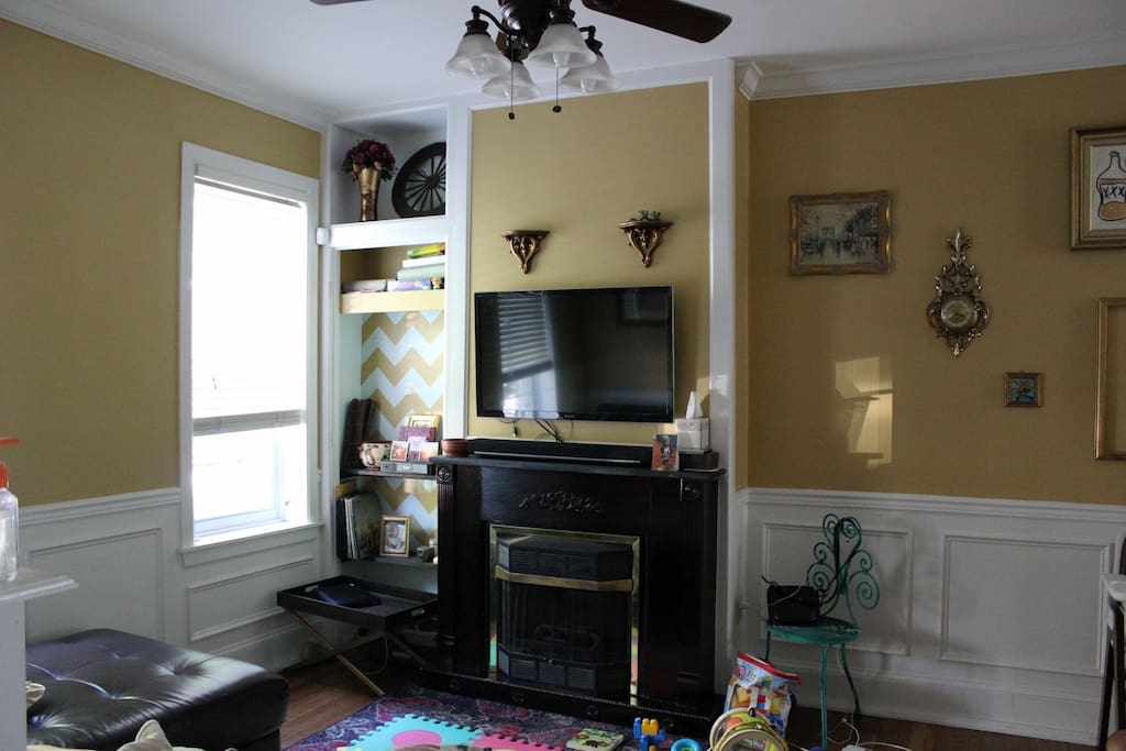 Cable TV and Internet for your pleasure! Huge open floor plan
