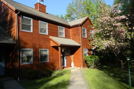Four rooms to rent near Woodstock - Shokan