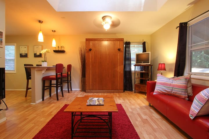 Adorable, spacious studio for 4! - Guerneville - Lägenhet