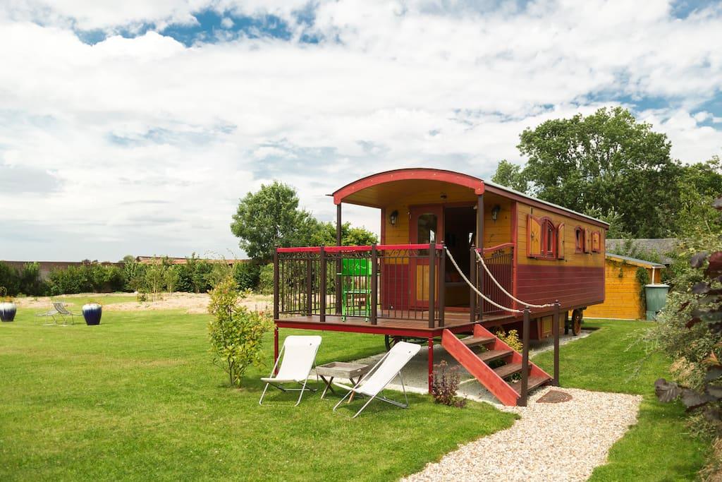 roulotte paprika camping cars caravanes louer. Black Bedroom Furniture Sets. Home Design Ideas